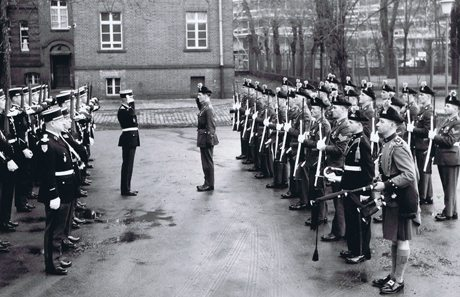 Inniskilling Fusiliers hand over Spandau Prison guard, Berlin to the French
